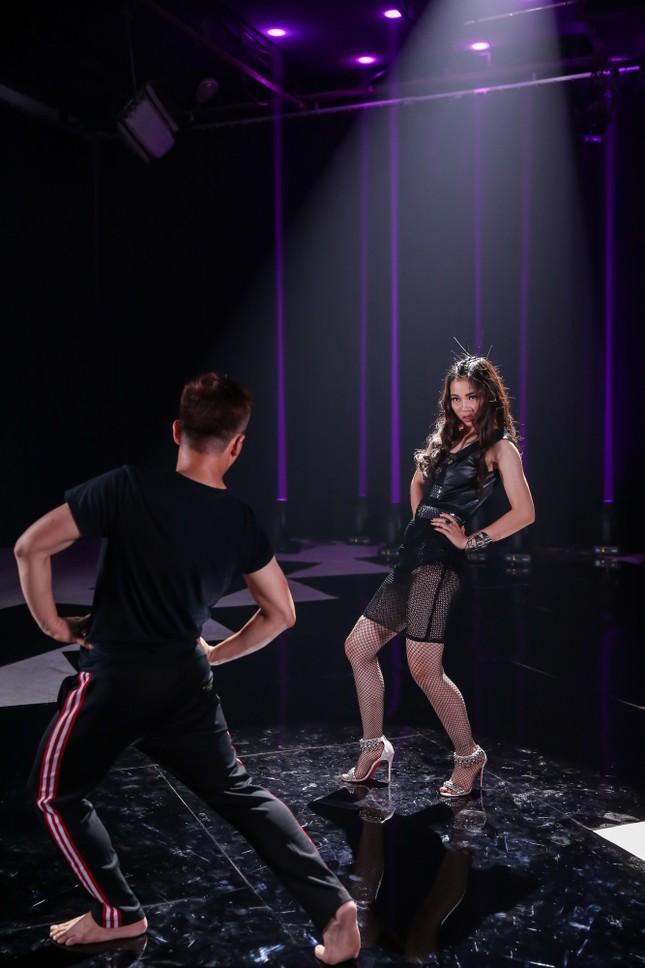 Trương Ngọc Ánh ăn vội bánh giò khi ghi hình cho Next Top Model ảnh 8