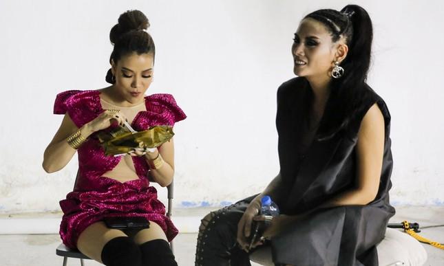 Trương Ngọc Ánh ăn vội bánh giò khi ghi hình cho Next Top Model ảnh 10