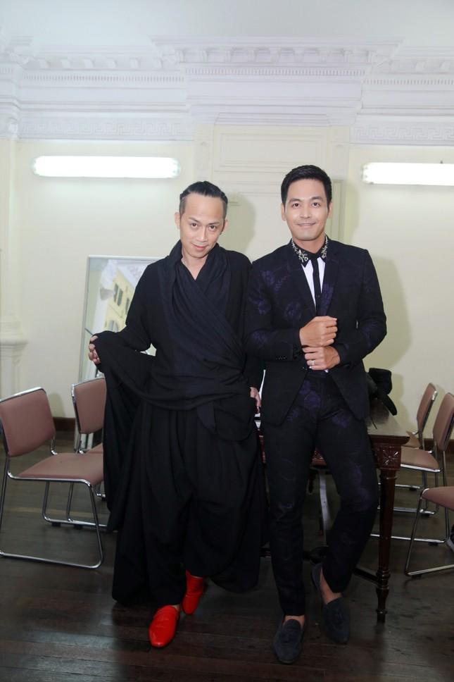 Con trai quấn quýt Tùng Dương không rời ảnh 6