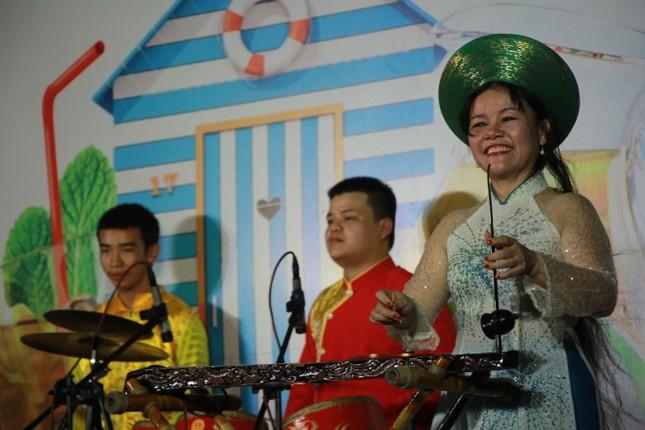 Cải lương xuống phố đi bộ Nguyễn Huệ ảnh 2
