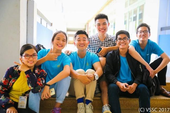 'Thầy giáo hot boy' của Vietnam Idol tham gia Tàu thanh niên 2017 ảnh 1