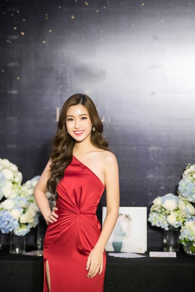 Hoa hậu Thu Thảo, Đỗ Mỹ Linh diện váy cưới trắng muốt ảnh 5