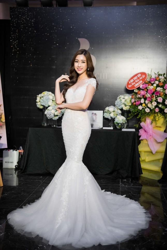 Hoa hậu Thu Thảo, Đỗ Mỹ Linh diện váy cưới trắng muốt ảnh 6