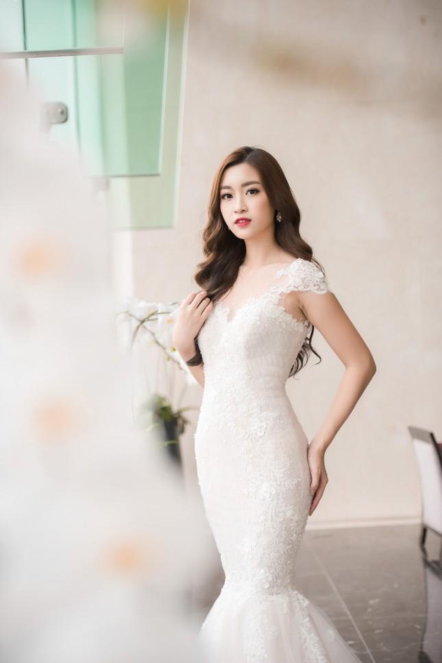 Hoa hậu Thu Thảo, Đỗ Mỹ Linh diện váy cưới trắng muốt ảnh 7