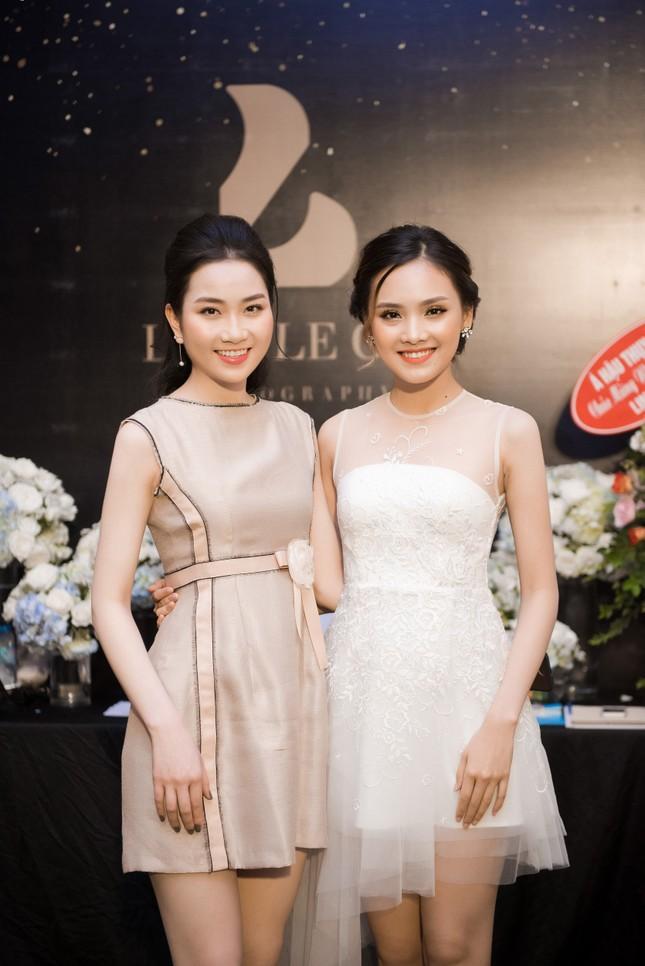 Hoa hậu Thu Thảo, Đỗ Mỹ Linh diện váy cưới trắng muốt ảnh 10