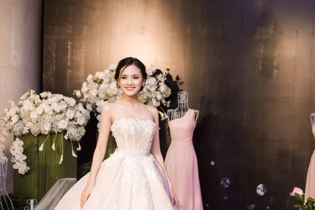 Hoa hậu Thu Thảo, Đỗ Mỹ Linh diện váy cưới trắng muốt ảnh 12