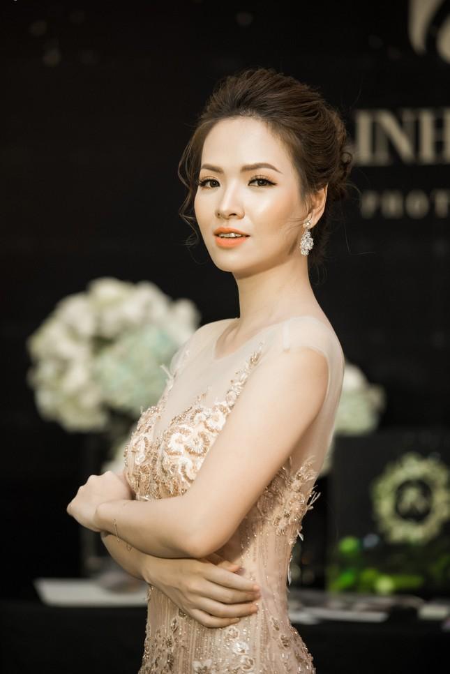 Hoa hậu Thu Thảo, Đỗ Mỹ Linh diện váy cưới trắng muốt ảnh 9