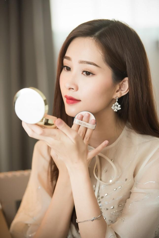 Hoa hậu Thu Thảo, Đỗ Mỹ Linh diện váy cưới trắng muốt ảnh 4