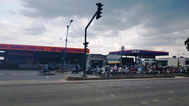 Ki-ốt quanh sân bay Tân Sơn Nhất hối hả xả hàng, trả mặt bằng ảnh 10