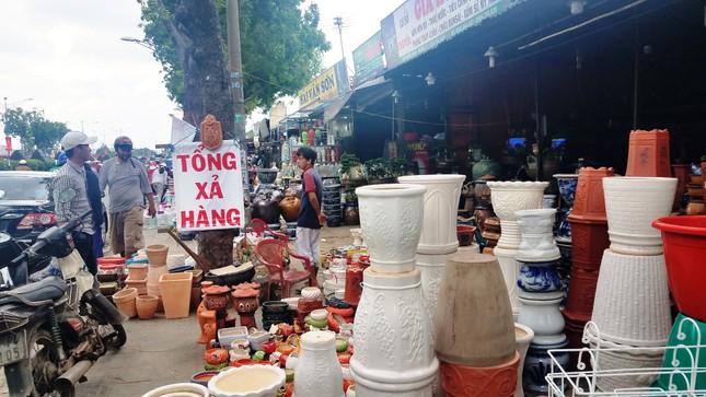 Ki-ốt quanh sân bay Tân Sơn Nhất hối hả xả hàng, trả mặt bằng ảnh 6