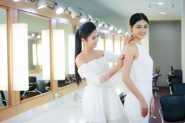 Mẹ con Hồng Quế làm vedette đêm mở màn Tuần lễ thời trang VN 2018 ảnh 3
