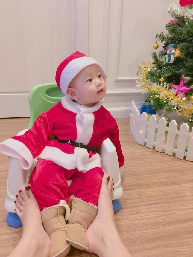 Sao Việt náo nức trang hoàng nhà cửa lộng lẫy đón Giáng Sinh ảnh 9