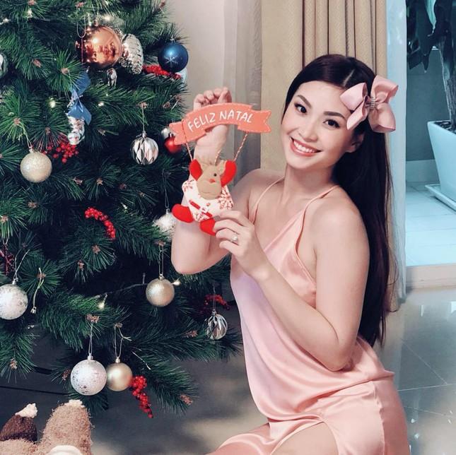 Sao Việt náo nức trang hoàng nhà cửa lộng lẫy đón Giáng Sinh ảnh 2