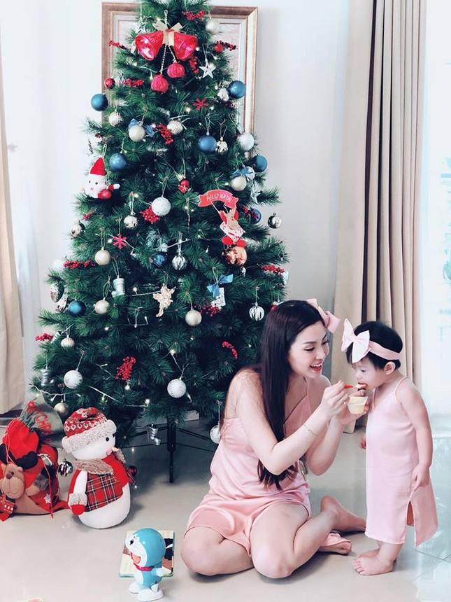 Sao Việt náo nức trang hoàng nhà cửa lộng lẫy đón Giáng Sinh ảnh 3