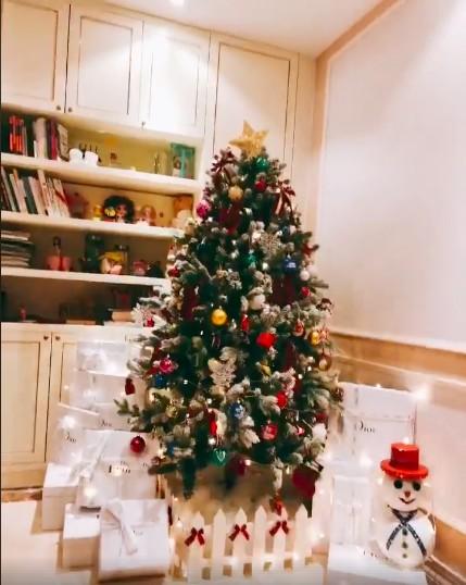 Sao Việt náo nức trang hoàng nhà cửa lộng lẫy đón Giáng Sinh ảnh 8