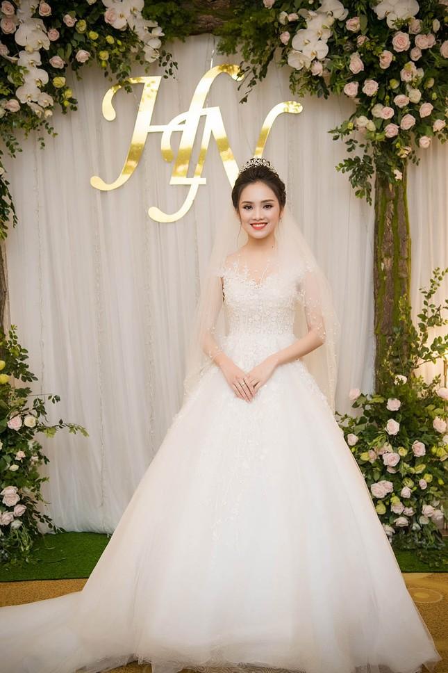 Top 10 HHVN Tố Như diện váy cưới đính kim cương trong hôn lễ ảnh 1