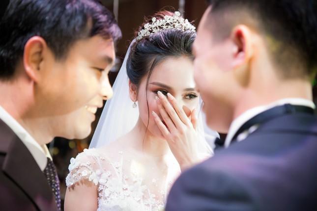 Top 10 HHVN Tố Như diện váy cưới đính kim cương trong hôn lễ ảnh 8