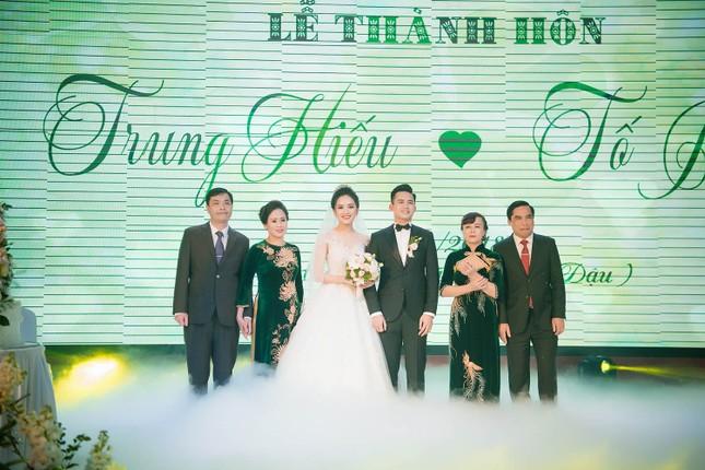 Top 10 HHVN Tố Như diện váy cưới đính kim cương trong hôn lễ ảnh 10
