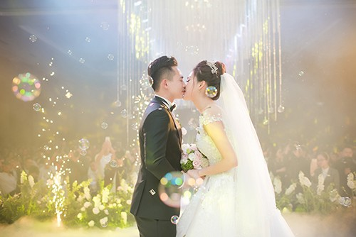 Top 10 HHVN Tố Như diện váy cưới đính kim cương trong hôn lễ ảnh 12