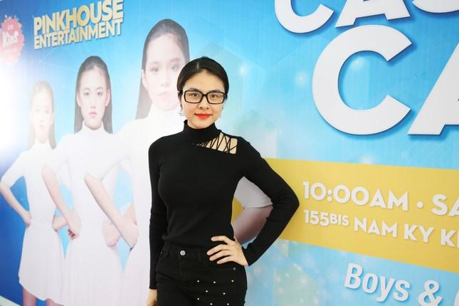 Á hậu Diễm Trang diện váy đỏ rực xẻ sâu đầy cuốn hút tại sự kiện ảnh 6