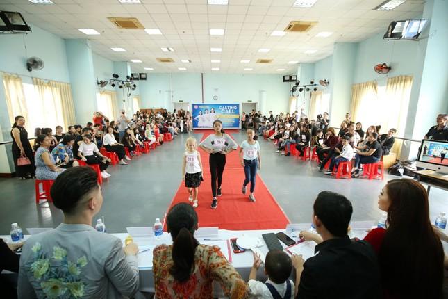 Á hậu Diễm Trang diện váy đỏ rực xẻ sâu đầy cuốn hút tại sự kiện ảnh 9