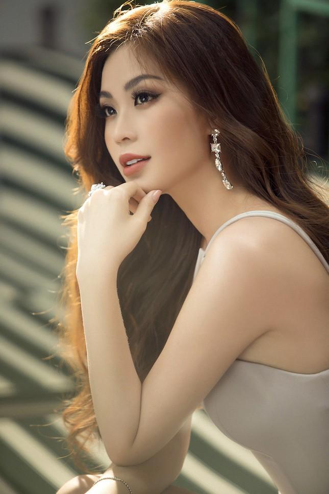 Á hậu, biên tập viên Diễm Trang 'tái xuất' đầy quyến rũ chào tuổi mới ảnh 12