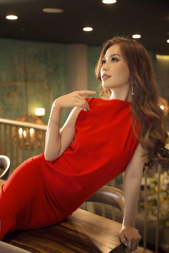 Á hậu, biên tập viên Diễm Trang 'tái xuất' đầy quyến rũ chào tuổi mới ảnh 10