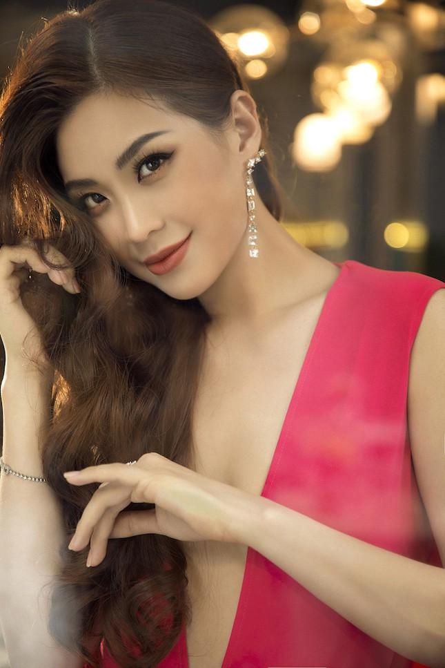 Á hậu, biên tập viên Diễm Trang 'tái xuất' đầy quyến rũ chào tuổi mới ảnh 1