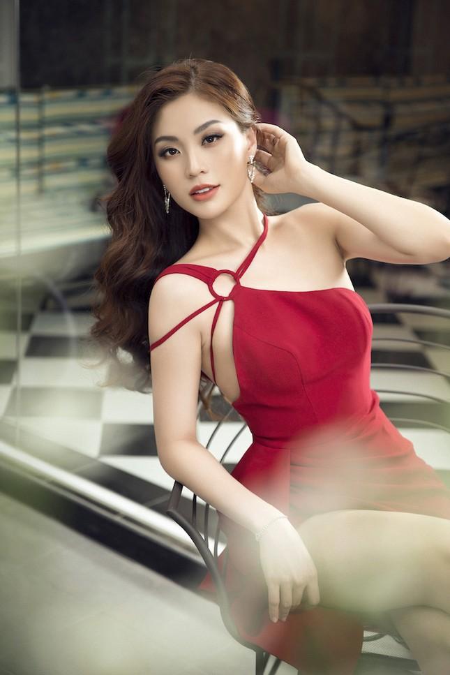 Á hậu, biên tập viên Diễm Trang 'tái xuất' đầy quyến rũ chào tuổi mới ảnh 3