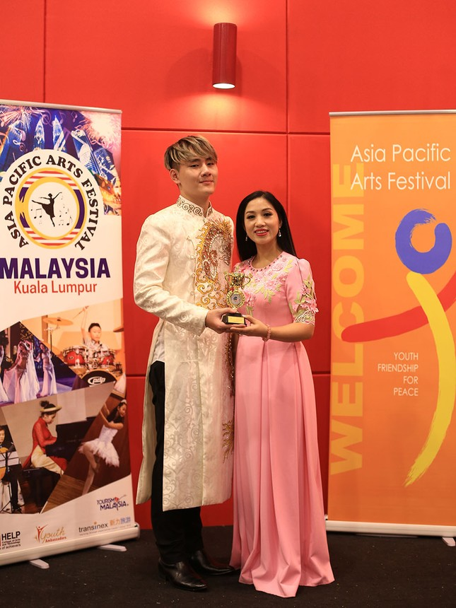 Tác giả 'You Raise Me up' đoạt giải Vàng liên hoan nghệ thuật châu Á TBD ảnh 2