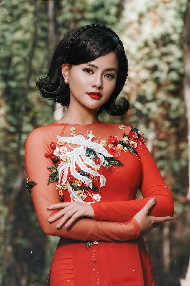 Vũ Thu Phương tái xuất đẹp khó rời mắt khi diện áo dài Tết ảnh 4