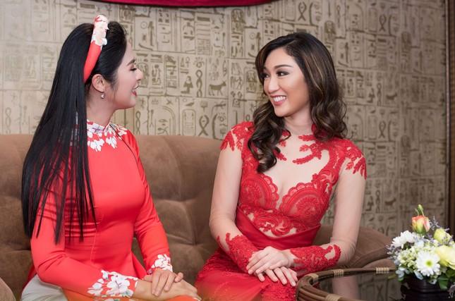 Hoa hậu Ngọc Hân, MC Phan Anh mặc áo dài đón Hoa hậu Trái đất 2017 ảnh 5