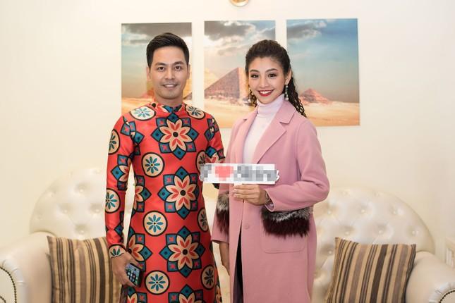 Hoa hậu Ngọc Hân, MC Phan Anh mặc áo dài đón Hoa hậu Trái đất 2017 ảnh 11