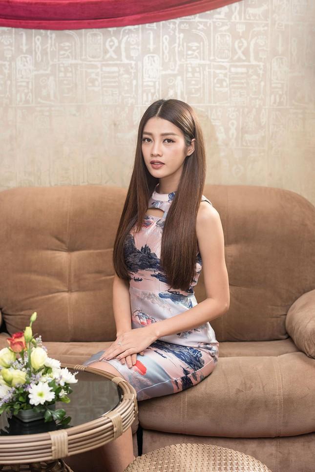 Hoa hậu Ngọc Hân, MC Phan Anh mặc áo dài đón Hoa hậu Trái đất 2017 ảnh 10