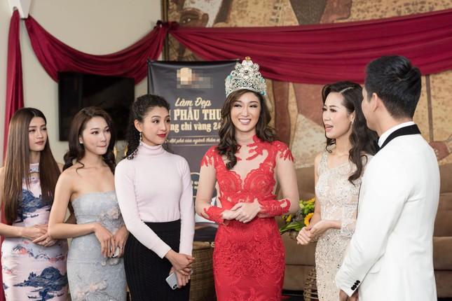 Hoa hậu Ngọc Hân, MC Phan Anh mặc áo dài đón Hoa hậu Trái đất 2017 ảnh 2
