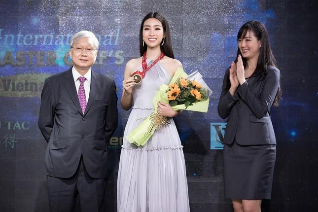 Hoa hậu Mỹ Linh diện váy yếm khoe vóc dáng nuột nà ảnh 9