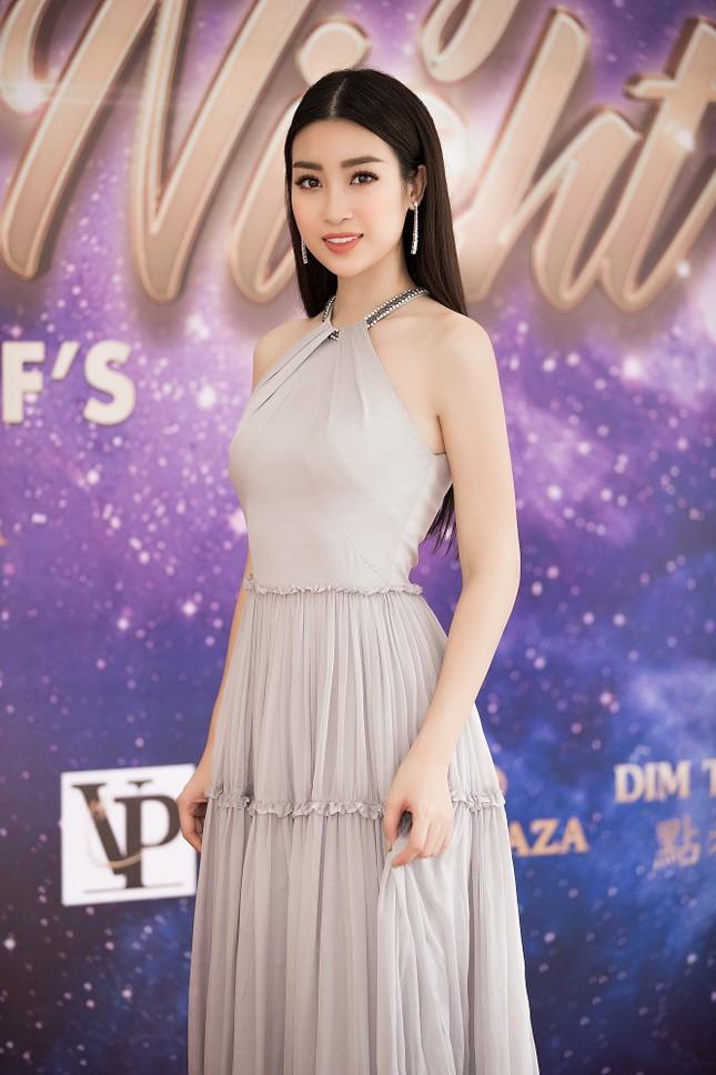 Hoa hậu Mỹ Linh diện váy yếm khoe vóc dáng nuột nà ảnh 2