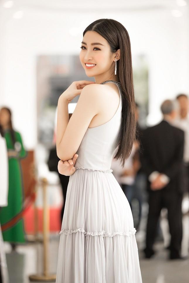 Hoa hậu Mỹ Linh diện váy yếm khoe vóc dáng nuột nà ảnh 3