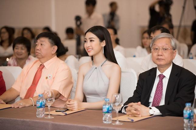 Hoa hậu Mỹ Linh diện váy yếm khoe vóc dáng nuột nà ảnh 5