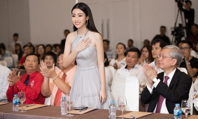 Hoa hậu Mỹ Linh diện váy yếm khoe vóc dáng nuột nà ảnh 7