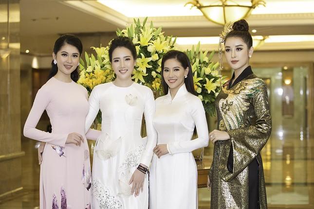 Dàn người đẹp khoe sắc tại buổi họp báo Hoa hậu Việt Nam 2018 ảnh 6
