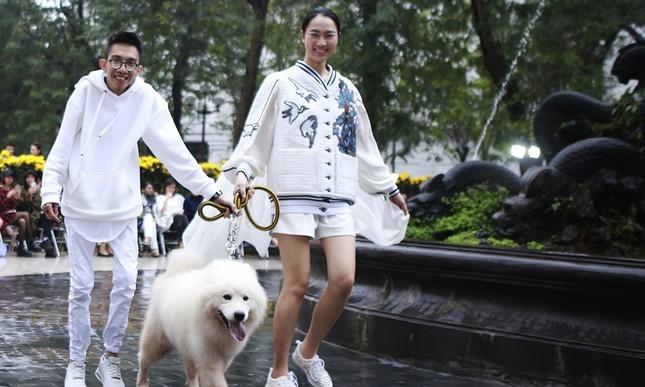 'Người đẹp scandal' Hồng Quế đẹp mặn mà, tái xuất sàn diễn ảnh 5