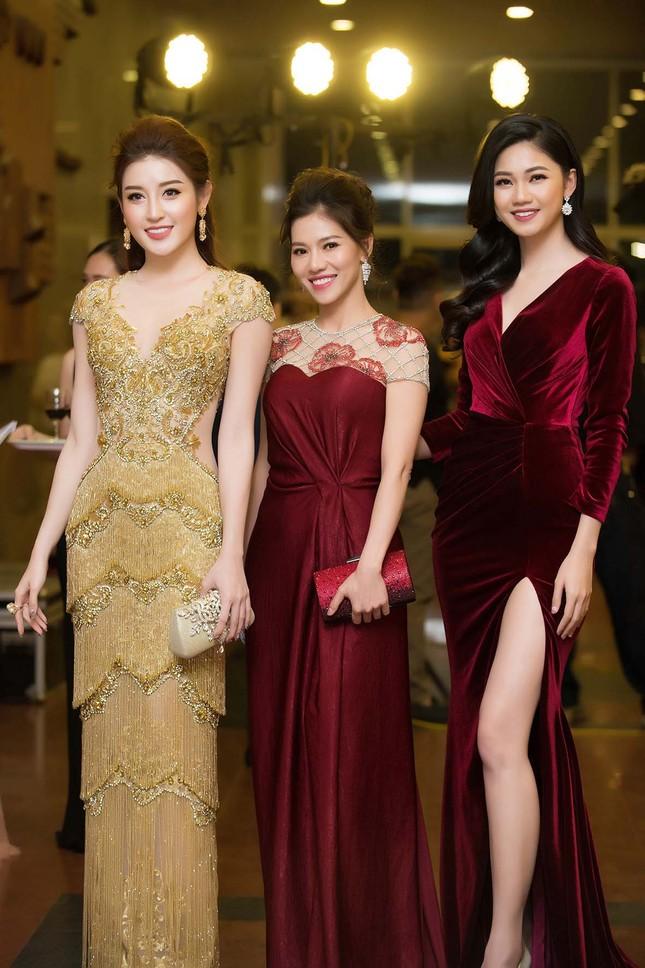 Á hậu Huyền My, Thanh Tú đọ nhan sắc 'nữ thần' trên thảm đỏ ảnh 9