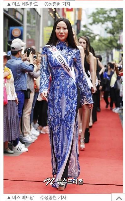 Tình cũ Kim Lý mặc bikini nóng bỏng nổi bật trên báo Hàn ảnh 3