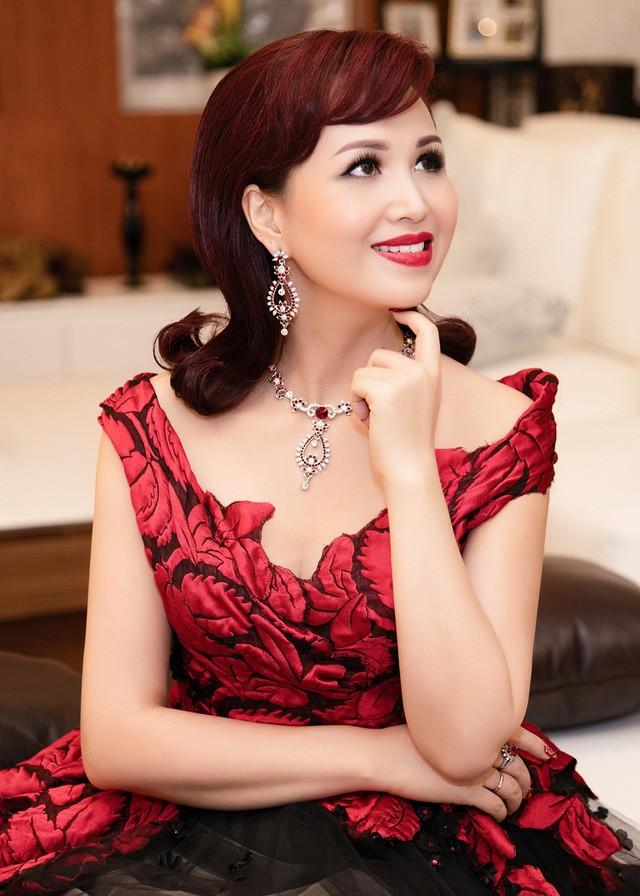 4 hoa hậu tài năng từng làm giám khảo Hoa hậu Việt Nam là ai? ảnh 4