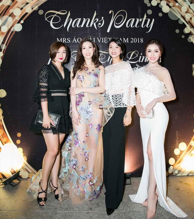 MC Phan Anh và dàn sao dự tiệc chúc mừng HH Áo dài Phí Thuỳ Linh ảnh 7
