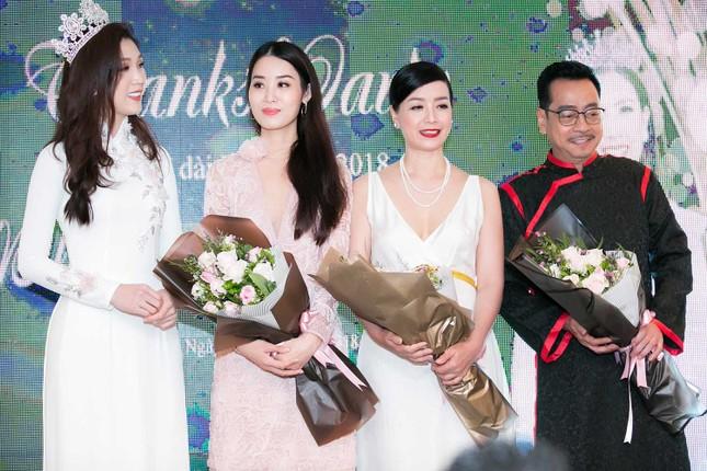 MC Phan Anh và dàn sao dự tiệc chúc mừng HH Áo dài Phí Thuỳ Linh ảnh 15
