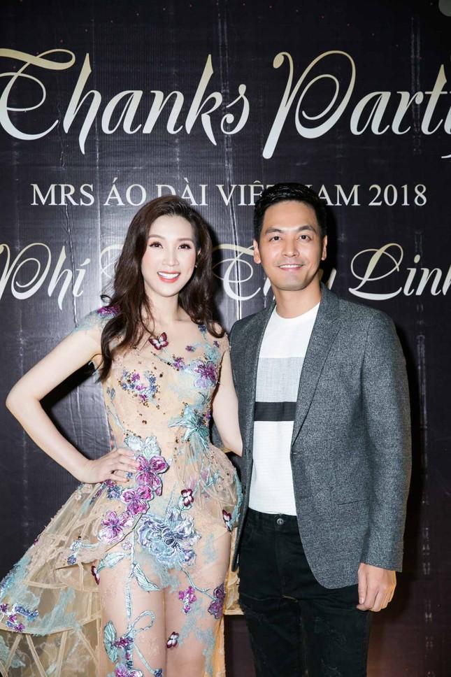 MC Phan Anh và dàn sao dự tiệc chúc mừng HH Áo dài Phí Thuỳ Linh ảnh 9