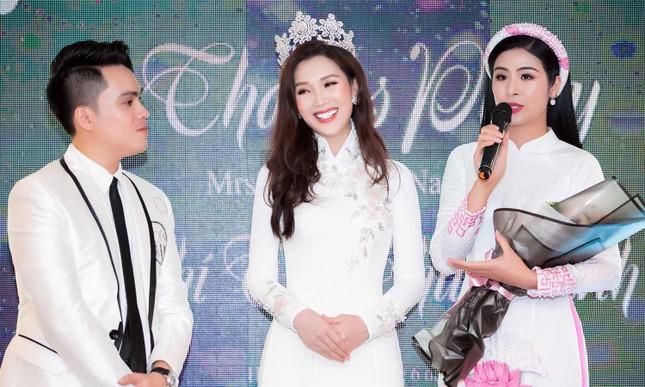 MC Phan Anh và dàn sao dự tiệc chúc mừng HH Áo dài Phí Thuỳ Linh ảnh 14