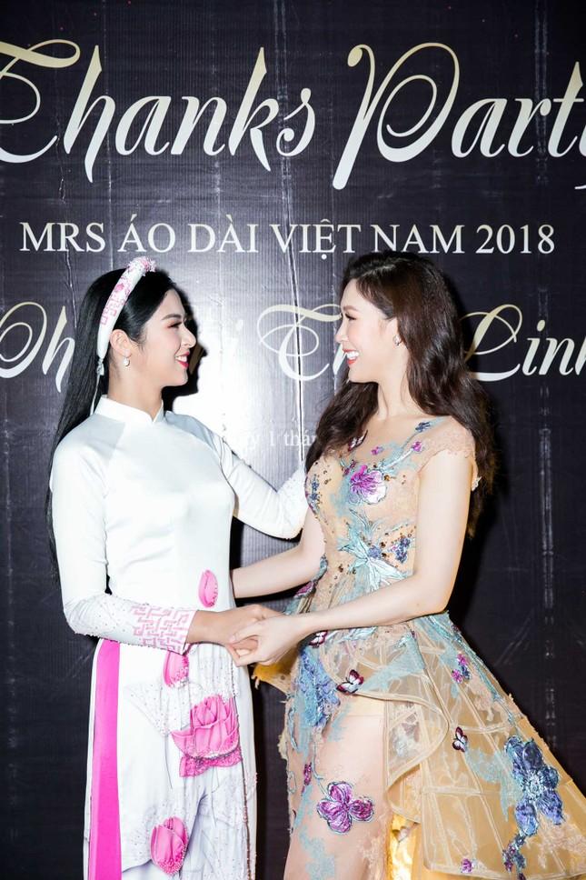 MC Phan Anh và dàn sao dự tiệc chúc mừng HH Áo dài Phí Thuỳ Linh ảnh 3